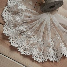 Retro White Lace Trim Fabric with Embroidered Florals Snowflakes Bridal Veil Lace Scollap Lace 15 yards € 13,91