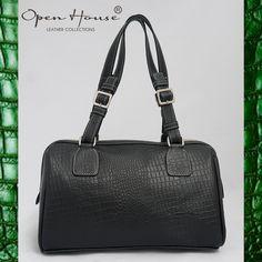 Un poco de pitón en tu outfit. info. www.openhouse.com.co #openhousecuerocolombiano #moda #boutique #mujer #bags #carteras #colombia