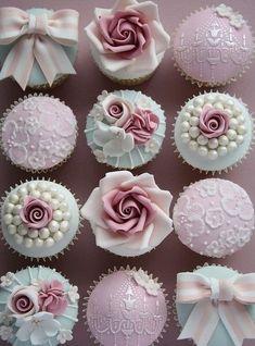 Wedding Cake Pearls, White Wedding Cakes, Wedding Cakes With Flowers, Cool Wedding Cakes, Wedding Cupcakes, Wedding Cake Toppers, White Weddings, Indian Weddings, Gold Wedding