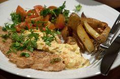 Uhm, en sand klassisker er smørstegte fiskefiletter med hjemmelavet lækker remoulade. Her er en nem og super lækker variant af remouladen