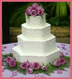 I love the shape and simplicity of this cake.