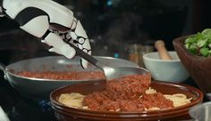 Un robot che impara le ricette, le cucina, pulisce e rassetta. Tutto vero: guardate il video, il futuro è servito!