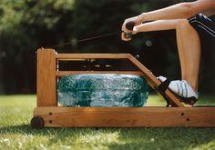 Rudern ist ein effektives und für viele angenehm meditatives Fitness-Training–meist fehlt nur das passende Boot, mit dem man über eine friedlich gekräuselte Wasseroberfläche jagen kann. Der Water...