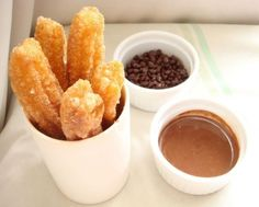 churros caseros con salsa de chocolate