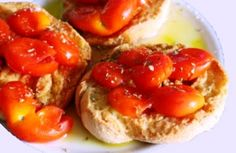 Typical Frise pugliesi with extravirgin olive oilo Mosto by L'acropoli di Puglia