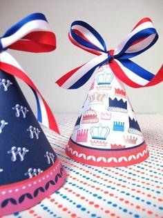 Mooie feestmuts voor #Koningsdag. Zelf printen, uitknippen, aan elkaar lijmen en versieren met een mooie strik. Website: http://www.oppastips.nl/koningsdag-printables/