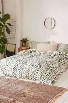cool duvets | designlovefest | green and white duvet