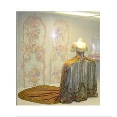Court dress of Grand Duchess Catherine Pavlovna, Gatchina Palace