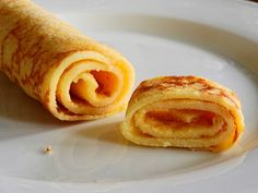 Had your fill of bacon and eggs? How about sweet, soft, buttery crepes with a warming cinnamon flavour? These easy to make, hassle free, crepes are just what the keto coach ordered! Breakfast Crepes, Sweet Breakfast, German Breakfast, Cupcakes Keto, Food Business Ideas, Low Carb Recipes, Cooking Recipes, Keto Cream, Food Videos