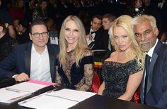 Pamela Anderson Adriana Karembeu Jean Marc Généreux et d'autres dans un Mannequin Challenge http://xfru.it/WLINeA
