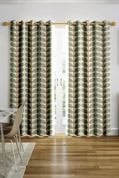 This bold and brash leaf design is from renowned retro designer Orla Kiely's House collection! The neutral palette is broken by a vivid terracotta stripe that draws the whole look together wonderfully.