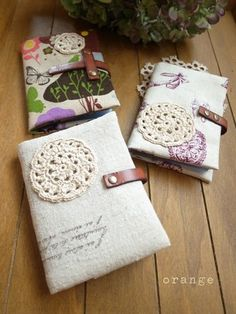 Fabric card case with doily accent