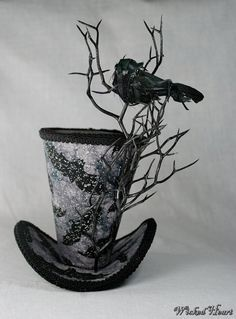 Spooky Crow Mini Top Hat - Gothic - Can be used for steampunk Viktorianischer Steampunk, Steampunk Costume, Steampunk Fashion, Victorian Fashion, Gothic Fashion, Mad Hatter Hats, Mad Hatters, 3d Templates, Steampunk Accessoires