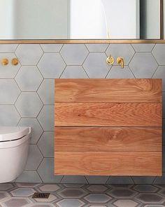 Geometria,volumes,metais dourados e madeira! Adorei!!! #design #decor #décor #interiores #interiordesign #designdeinteriores #referencia #inspiracaododia #homedecor #homestyle #homedesign #homeideias #studiolabdecor #studiolab #studiolabama