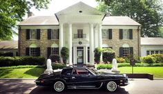 {*The last car Elvis drove the Blk Stutz, this Pic taken in front ov his home at Graceland*}