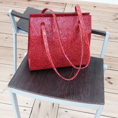 'Agatha small' in red floral calfskin, handmade designerbag with flexible strap to use as eveningbag, handbag and shoulderbag, custom-made in autumn 2015 by Anke Runge Berlin
