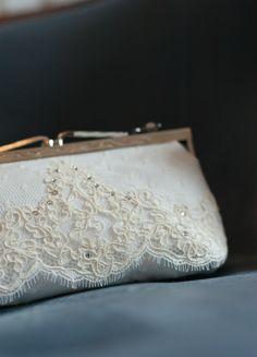 Pochette mariée/sac à main en soie, tulle plumetis et dentelle - So Hélo