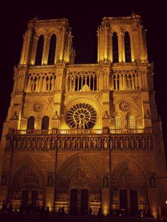Notre-Dame di sera
