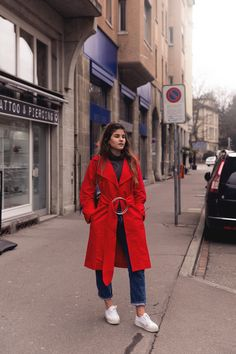 The-Fashion-Fraction-Red-Coat-Circle-Belt-Red-Fishnet-Rights-JW-Anderson-Pierce-Bag-Spring-Outfit-Streetstyle-Swiss-Blogger-Schweizer-Modeblog-1