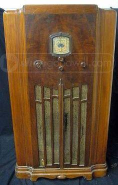 "Old Sparton 36"" Wooden Floor Model Tube Radio. Circa 1930s"