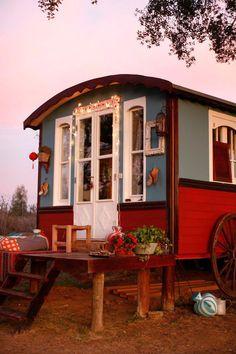 Gypsy Caravan & pink sky~Image © XUZ 2012 My Gypsy home one day Caravan Living, Gypsy Living, Gypsy Home, Hippie Gypsy, Hippie Chic, Hippie Style, Modern Hippie, Hippie Fashion, Boho Lifestyle