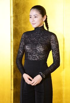 セクシーな衣装が話題に 長澤まさみ「息の長い女優さんに」 映画賞の授賞式 もっと見る