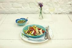Salada de legumes grelhados com molho de alcaparras | #ReceitaPanelinha: Escolha os legumes que quiser: grelhados, eles ganham vantagem extra no quesito sabor. Daí é só completar com um molho supimpa, como o de alcaparras!