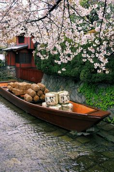 Sake & rice barrels in a traditional boat Kyoto, Japan Japon Tokyo, Kyoto Japan, Japan Japan, The Places Youll Go, Places To Visit, Beautiful World, Beautiful Places, Mont Fuji, Japanese Gardens