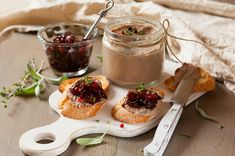 Chicken liver pate with onion jam on bread and in jar Best Liver Detox, Liver Detox Cleanse, Chicken Liver Pate, Chicken Livers, Elderberry Juice, Liver And Onions, Onion Jam, Jam On, Specialty Foods