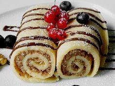 Palatschinken mit feiner Walnussfüllung, ein schmackhaftes Rezept aus der Kategorie Dessert. Bewertungen: 55. Durchschnitt: Ø 4,2.