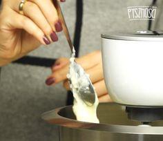 W mikserze utrzyj miękkie masło. Następnie zacznij dodawać stopniowo ostudzoną masę. Kitchen, Cooking, Kitchens, Cuisine, Cucina