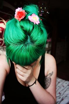 I never really thought about green as a cute hair colour but this is really rad