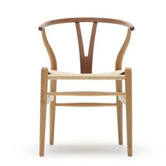 Wegner - Y-tuoli / / The Wishbone Chair This was the first of Wegner's chairs for Carl Hansen & Son. Danish Chair, Danish Furniture, Smart Furniture, Furniture Chairs, Plywood Furniture, Contemporary Furniture, Furniture Design, Alvar Aalto, Ideas