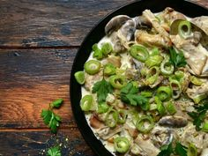 Dindon confit, tombée de poireaux et cidre de pomme Mozzarella, Quinoa, Sprouts, Turkey, Chicken, Meat, Vegetables, Cocktails, Poultry