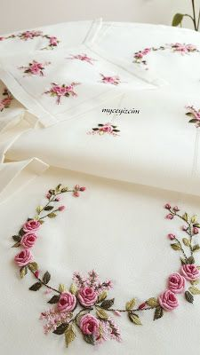 Hand Embroidery Patterns Flowers, Basic Embroidery Stitches, Hand Embroidery Videos, Embroidery Stitches Tutorial, Hand Work Embroidery, Embroidery Flowers Pattern, Flower Embroidery Designs, Simple Embroidery, Silk Ribbon Embroidery