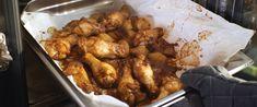 Villámgyors, sütőben sült csirkeszárny - Nagyon ropogós és fűszeres lesz - Receptek   Sóbors Chicken Wings, Poultry, Shrimp, Food And Drink, Meat, Recipes, Backyard Chickens, Recipies, Ripped Recipes