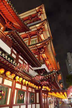 Buddha Tooth Relic Temple and Sago Street
