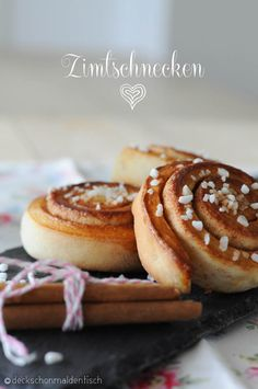 Zimtschnecken Delicious Desserts, Yummy Food, Sweet Sundays, Swedish Recipes, Relleno, Cinnamon Rolls, Soul Food, Breakfast Recipes, Sweet Treats