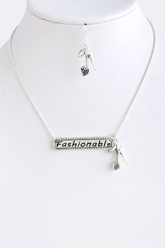 "cute ""fashionable"" silver necklace"