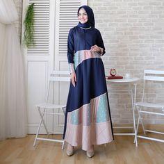 Dress Maxi Modest Patterns 46 Best Ideas - Dress Maxi Modest Patterns 46 Best Ideas Source by - Hijab Gown, Hijab Style Dress, Chic Dress, Classy Dress, Abaya Style, Muslim Fashion, Modest Fashion, Hijab Fashion, Batik Fashion