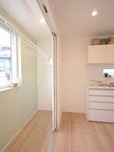 Laundry Room Design, Home Room Design, House Design, Japan Bedroom, Laundry Room Shelves, Outside Room, Outdoor Kitchen Design, Room Closet, Lp Storage
