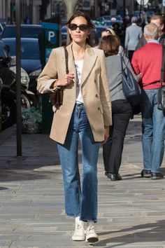 Alexa Chung just stepped out in a stylish Mango cord blazer. See and shop the look here. Blazer Outfits, Casual Outfits, Blazer Fashion, High Top Converse Outfits, Converse Style, Blazer Dress, Dress Outfits, 00s Mode, Looks Style