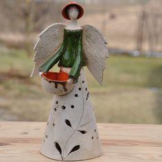 anioł czerwień zieleń.lampion z pojemnikiem na olejek,rok powstania 2011,autorska sygnatura,h 31cm