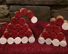 Wine Cork Santa Hats Crafts Items similar to Wine Cork Wreaths on Etsy Wine Cork Wreath, Wine Cork Ornaments, Wine Cork Art, Wine Corks, Wine Craft, Wine Cork Crafts, Wine Bottle Crafts, Wine Bottles, Wine Cork Projects