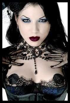 Top Gothic Fashion Tips To Keep You In Style. As trends change, and you age, be willing to alter your style so that you can always look your best. Consistently using good gothic fashion sense can help Dark Beauty, Goth Beauty, Gothic Mode, Dark Gothic, Gothic Art, Punk Girls, Victorian Goth, Gothic Steampunk, Dark Fashion