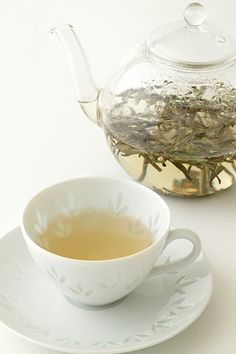 After yoga in the mornings, Bai hao yin zhen cha (White tea) is so soothing. This tea is made from young buds only. It relaxes your body and soul. Best Tea, Tea Art, My Cup Of Tea, Loose Leaf Tea, Detox Tea, High Tea, Afternoon Tea, Tea Time, Tea Cups