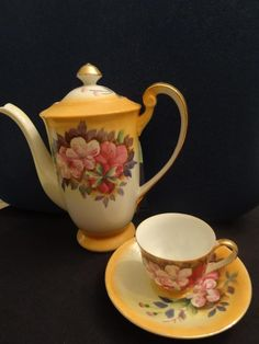 Pretty flowered teapot and cup!