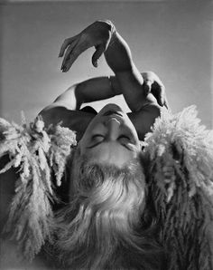 Lisa Fonssagrives  Photo by Horst P Horst