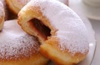 jelly donuts Sufganiyot - traditional Hanukkah donuts These look delicious, and not unlike Mom's sweet bread recipe, but fried! Diabetic Breakfast, Healthy Breakfast Recipes, Brunch Recipes, Limoncello, Tiramisu, Kolaci I Torte, Cookie Press, Ice Cream Toppings, Diabetic Desserts