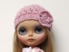Lacy hat pattern with knitted flower for Blythe dolls
